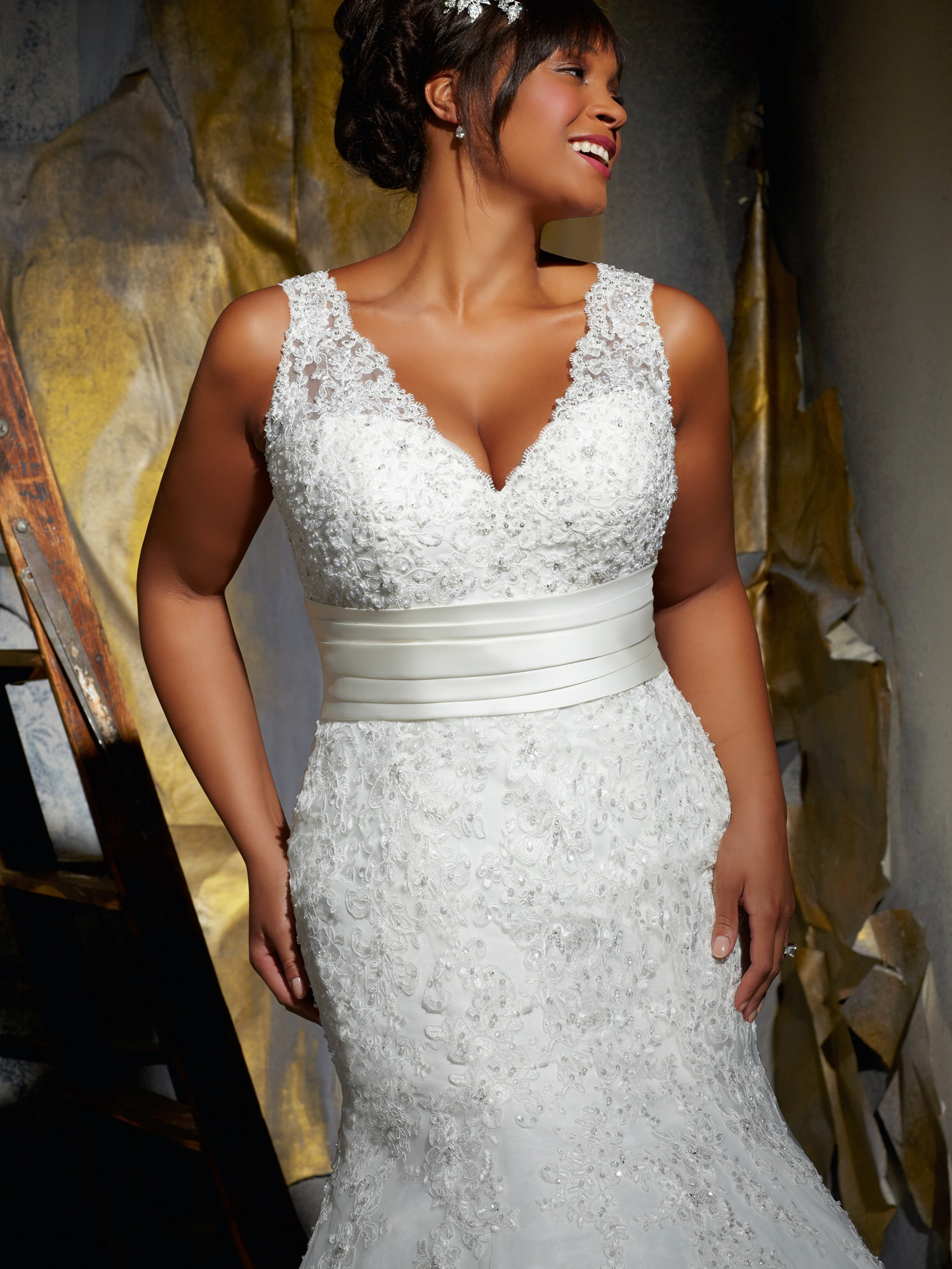 Julietta range from mori lee only for curvy girls for Chic and curvy wedding dress